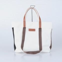 Bolso blanco con cintas...